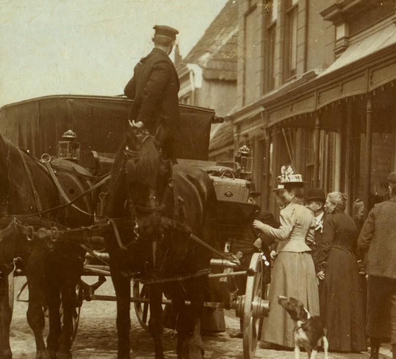 Reizen per diligence - Hofstraat in Hasselt omstreeks 1900