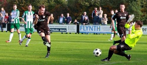 Jacco Riemens scoort een van zijn drie goals. Foto Helmich Lubberts