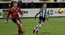 Je zal debuteren op 17 jarige leeftijd bij SC Genemuiden en dan ook nog scoren, het overkwam Frank Jansen (r) van SC Genemuiden