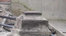 Deze put torent boven het zand uit