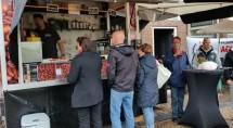 De koffiebar van Marcelino op de markt in Zwartsluis.
