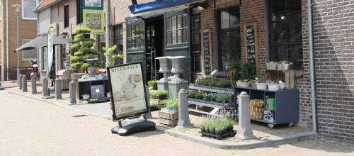Bosch Bloemen verlaat de oude smederij en kiest voor Klaas Fuitestraat