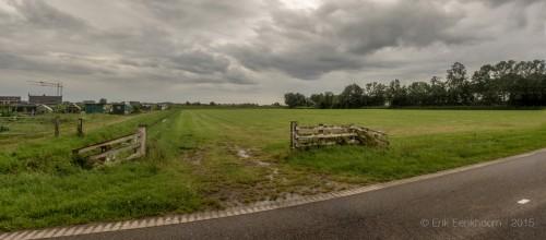 Een flinke regenbui nadert Genemuiden. foto Erik Eenkhoorn