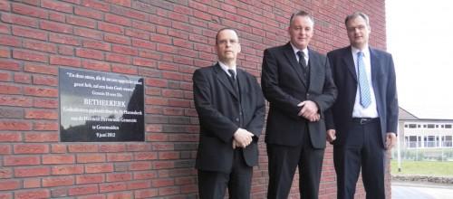 V.l.n.r.: ds. A. de Groot, diaken G. Eenkhoorn en ouderling H. Wagterveld. Tekst en foto: Enrico Kolk