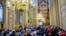 tevens wordt zijn samenzang-cd met liederen van Johannes de Heer gepresenteerd. foto: Erik Eenkhoorn