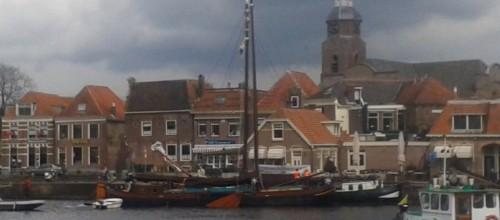 De Vijf Gebroeders ligt klaar in Blokzijl.  Foto: Pieter Polman. Tekst: Enrico Kolk