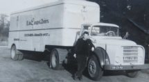 Met deze vrachtwagen (van wat nu Edel Tapijt is) ging Snel op pad.