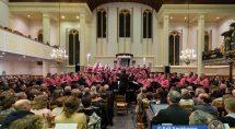 De 100 zangers van Eiland Urk zongen vol overgave. © Erik Eenkhoorn