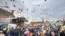 Ballonnen worden opgelaten. Foto: Erik Eenkhoorn