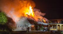Bevrijdingsdag begon triest: aan de Kamperzeedijk ging een boerderij in vlammen op.
